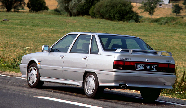 Plus de photo de la RENAULT R21 2L Turbo Phase II Quadra